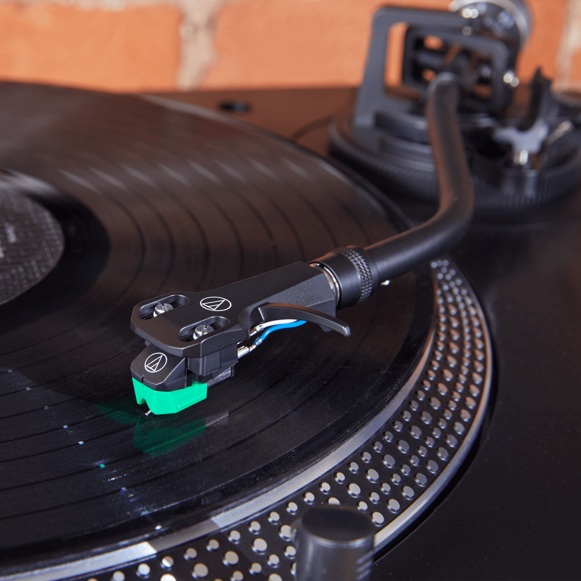 AT-LP120XUSB - Direct-Drive Turntable (Analog & USB) | Audio-Technica